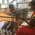 Auch in unserer Weberei arbeiten junge Witwen und erfreuen sich am neuen selbstbestimmten Leben für sich und ihre Kinder.