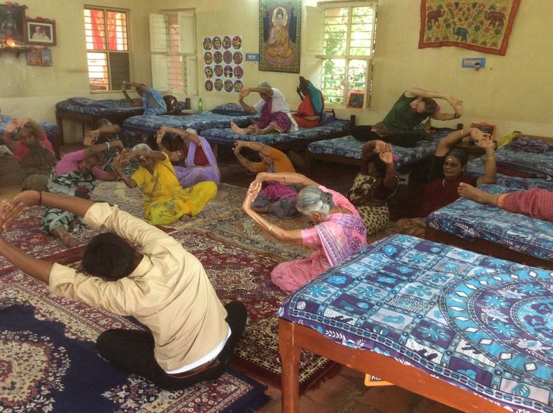 Yoga am Sonntagmorgen mit Manni.