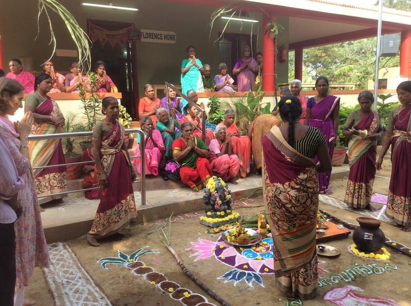 Wir feiern Pongal, das indische Erntedankfest im Januar.